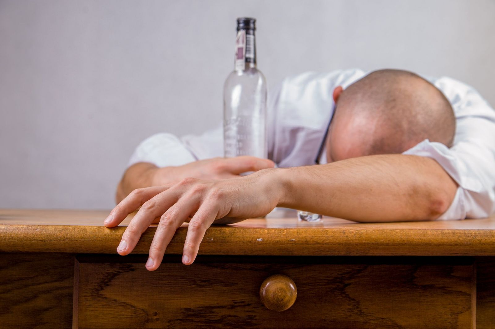 effects of alcohol on eye health